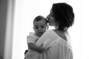 Il bacio tra mamma e suo figlio