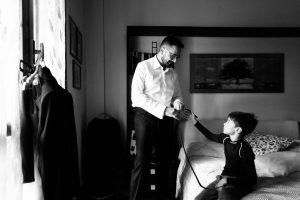 Il fotografo emozionale vuole raccontare ogni momento di entrambi gli sposi